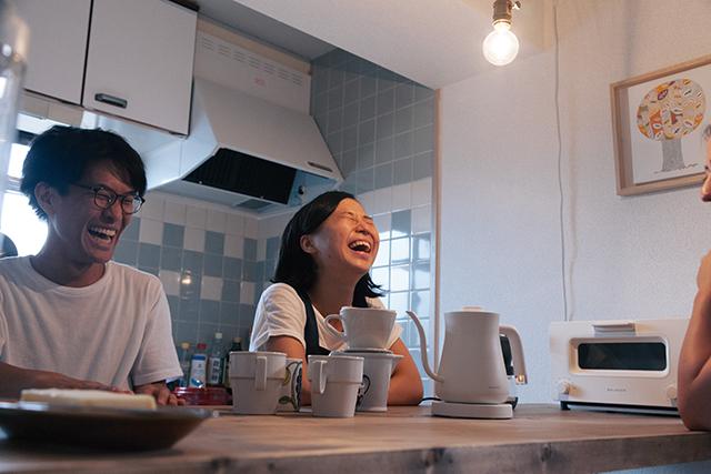 おいしい朝食をアシストする、BALUMUDA(バルミューダ)の新作、コーヒーを淹れるためのポット「BALMUDA The Pot」をレビュー。普通のポットは容量1リットルのものが多いですが、女性向けに作られたこれはコンパクトに600cc。コーヒー2、3杯が入る量で、その分とても軽いんです。13