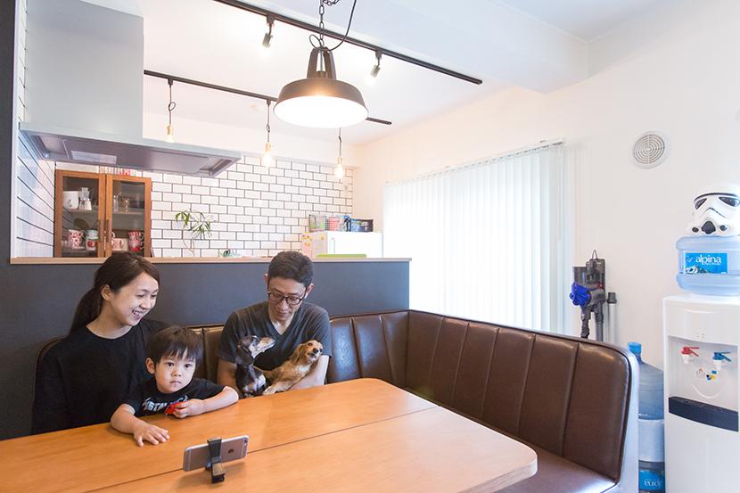 9年前に世田谷区に引っ越してきた山岸さん夫婦。中古マンションを購入し、自分たち好みにフルリノベーションをした、おしゃれなメゾネットの家を紹介します。同じマンション内で引っ越しを行い、2度目のフルリノベーションをしたというから驚きです。_20