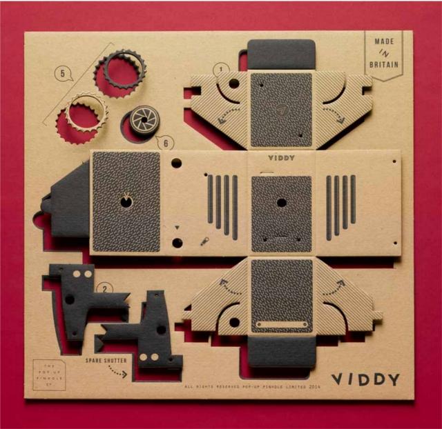 簡単にトイカメラがDIYで作れてしまう工作キット「The Pop-up Pinhole」の「VIREDE」と「VITTY」をご紹介。中身を開くと番号の書かれたキットが。