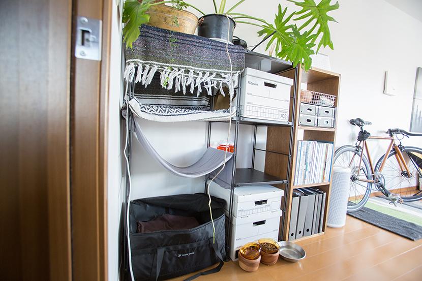 自分がイメージしているサイズの棚が見つからなかった経験はありませんか?そんなときは無理にお店で買わず、ルーミーの部屋取材で登場したアイディア満載のオシャレでかっこよくて便利なDIY棚を参考に、自作してみるのはどうでしょう。1