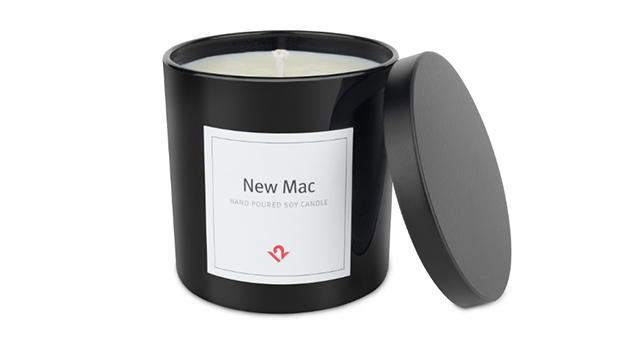 なんと「新品のMacの香り」をいつでも楽しめるキャンドル「New Mac Candle」が登場。Apple製品の関連製品を製造・販売するTwelve Southから発売。ソイワックス100%、アメリカ・チャールストンで手作りと品質にもこだわったキャンドルです。2