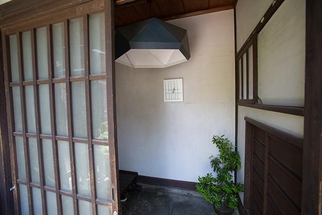上野桜木あたりというリノベした古民家の玄関照明はJOXTORP ペンダントランプシェード, ダークブルー_2
