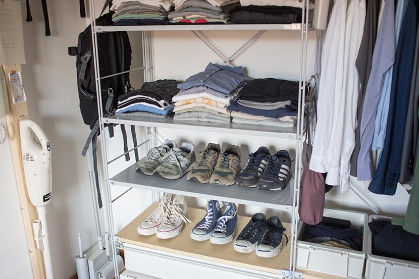 無印良品の衣装ケースを積み重ねて、衣類を収納しています。