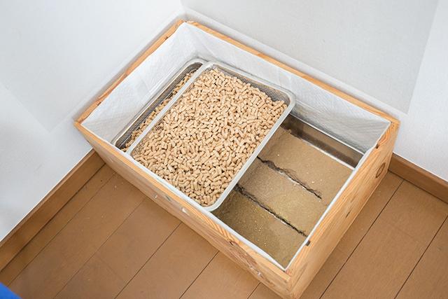 ペット用品から出る生活感を払拭すべく、無印良品のインテリアアドバイザー・藤井さんはステンレスメッシュトレー・大を使ってペットのトイレをDIYしてしまいました2