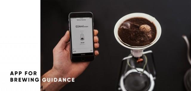 「GINA」は、コーヒーと水の分量や浸出時間の完璧な比率を、簡単に見つけられる、おしゃれで便利なスマート・コーヒーメーカー。内蔵のBluetoothと連動した計りで成分を計量し、最適なタイミングを教えてくれます。豆の品質や種類から、最高の味を追求してくれるんです。6