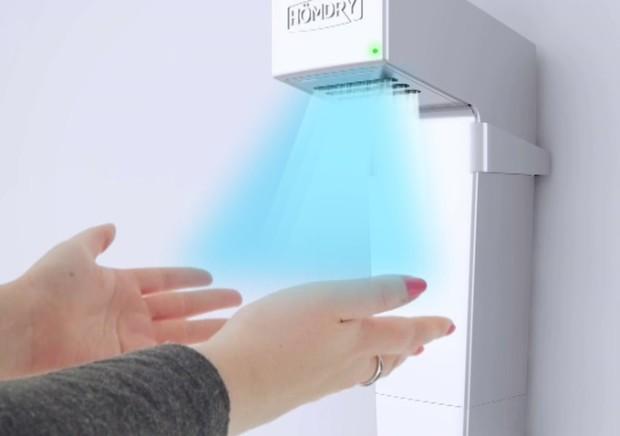 キッチンや浴室で使うために設計された初の自宅用ハンドドライヤー「HÖMDRY」を紹介します。コードレスで使用でき、環境に優しくリーズナブルなアイテムです。ハンドドライヤーとは思えないほど、コンパクトでシャープなデザインです。UV照射による殺菌も行います。