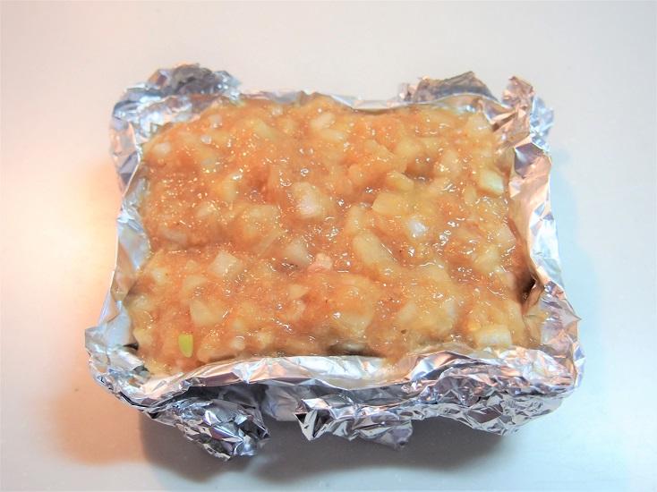 焼き型やアルミホイルで作った型(高さ3センチくらい)にSTEP1で混ぜたものを流し込み、170度のオーブンで15~20分焼く